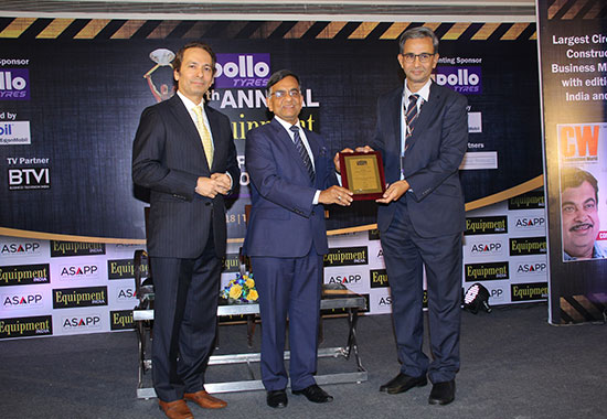 Equipment India Special Recognition Award:  K Vijay, Managing Director, Ajax Fiori Engineering India Pvt Ltd (right), receiving the award from Arun Goyal, Special Secretary, GST Council (centre), in the presence of  Pratap Padode, President, FIRST (left).