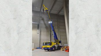 GMK3060 installs stacker cranes inside warehouse