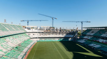 Linden Comansa tower cranes at Real Betis stadium