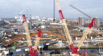 Liebherr crawler cranes complete tandem hoist of Manchester bridge