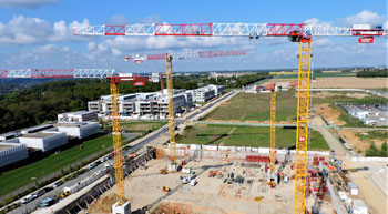 Raimondi agent installs 6 cranes on jobsite in Parisian suburb