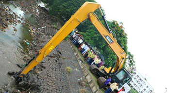 SANY excavator cleaning canal in Baramati