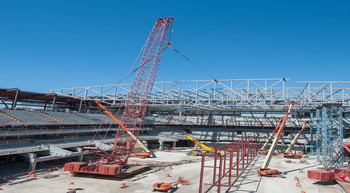 Manitowoc crawler cranes at new bucks arena in Milwaukee