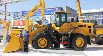SDLG unveils Tier-IV Final wheel loader at BICES 2017