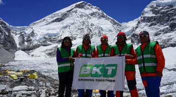 All women crew waves BKT flag on Mount Everest
