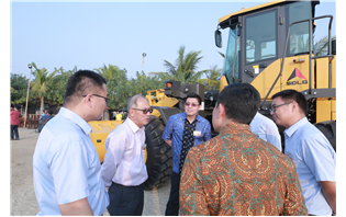 SDLG celebrates 1,000th wheel loader sale in Indonesia