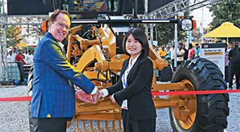 Caterpillar unveils next-generation motor grader at Excon