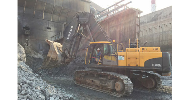 Customized excavator helps Indonesian steel plant hit close to 100% recycling